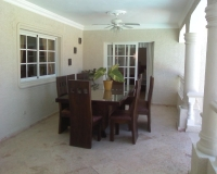 villa-outdr-dining-area